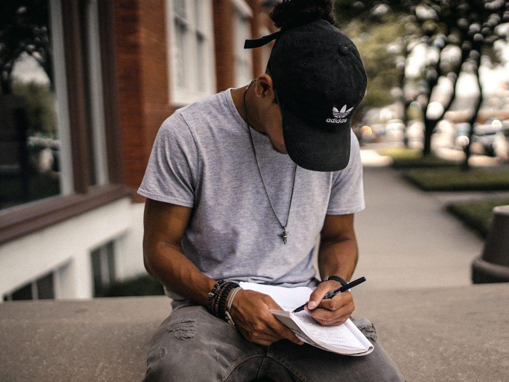 Γράφοντας Έκθεση